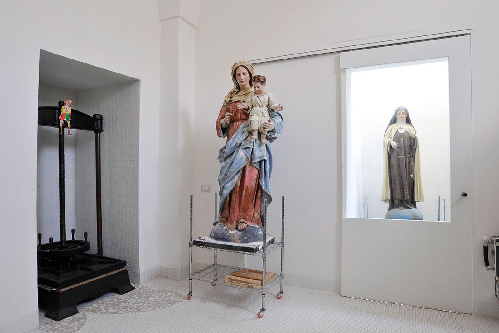 centre-for-paper-restoration-6_restoration-room.jpg
