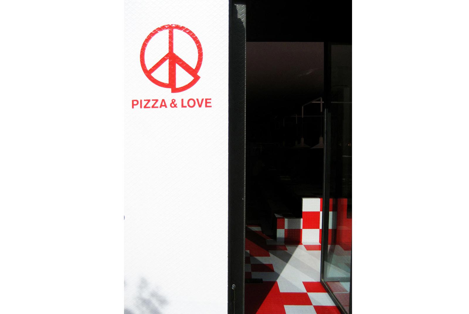 1-PizzaLove-entrance-2.jpg